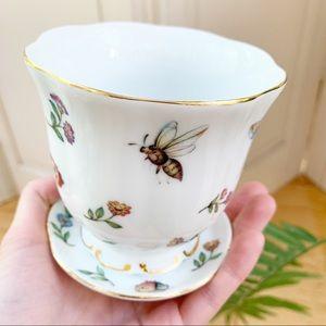 Vintage Nantucket White Bee Floral Glass Vase
